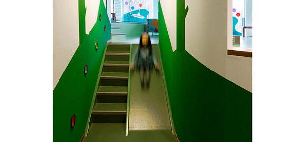 kinderopvang trap met glijbaan