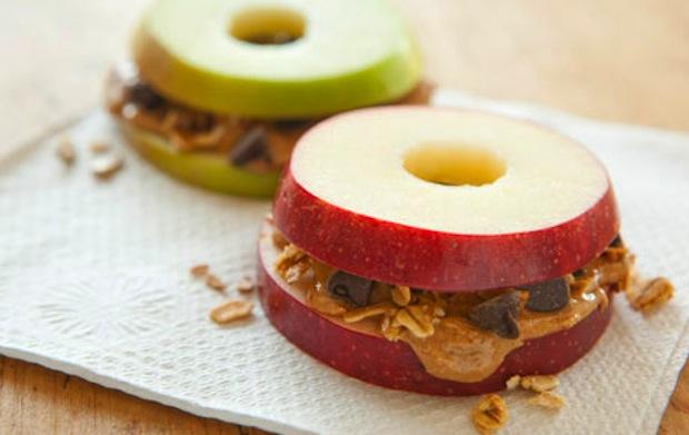 DIY gezonde traktatie met appel pindakaas hagelslag